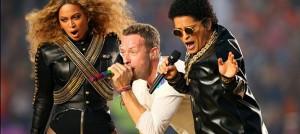 誰偷走了 Coldplay 的超級盃中場演出?
