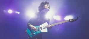 St. Vincent 打造女性專屬吉他